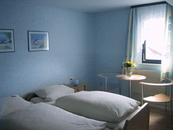 Hotel rooms in the restaurant roter ochs for Small hotel room